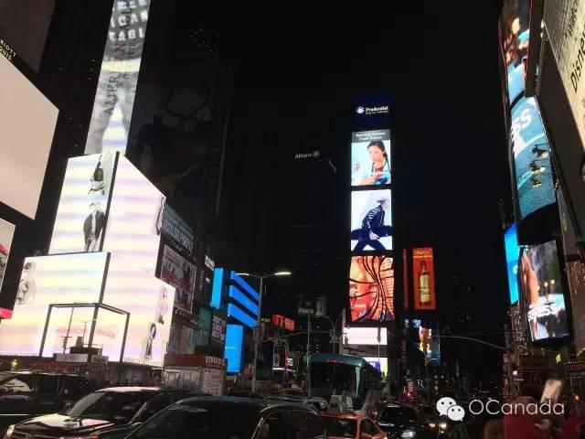 看到最高处的那几个LED了吗,从上面数第二块一直在播放中国的各种宣传片,我还看到了山东(俺老家)的宣传片,小激动了下 哈哈